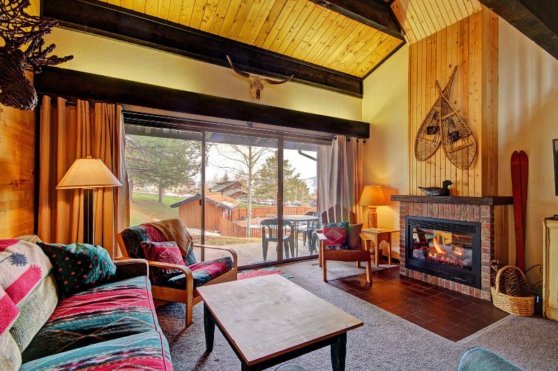 SkyRun Property - 'Herbage Townhomes E1' - Mountain living at its best! This feels just like a chalet.