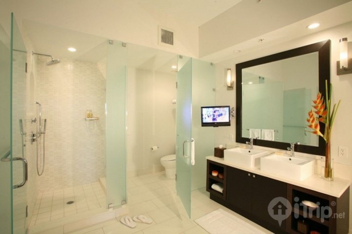 Modern master bathroom with double sink vanity, large walk in shower, and whirlpool bathtub.