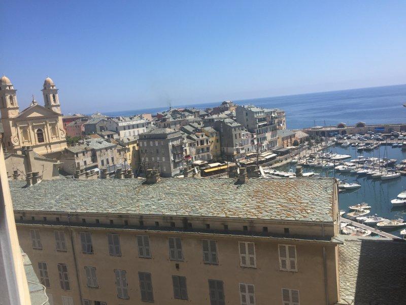 Très bel appartement vieux port Bastia, casa vacanza a Ville-di-Pietrabugno