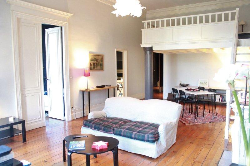 L'appart Clemenceau 03/Vue sur rue, vacation rental in Bruges