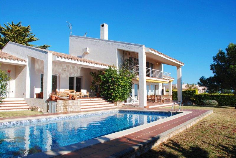 Villa with private pool in beachfront