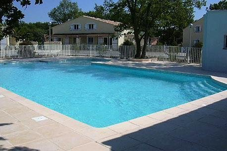 Nice house with pool access & Wifi, alquiler de vacaciones en Tourrettes