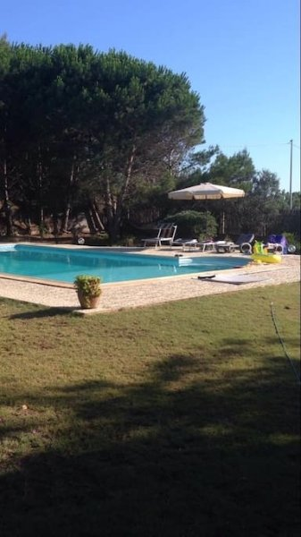 Villa située dans une zone privée.