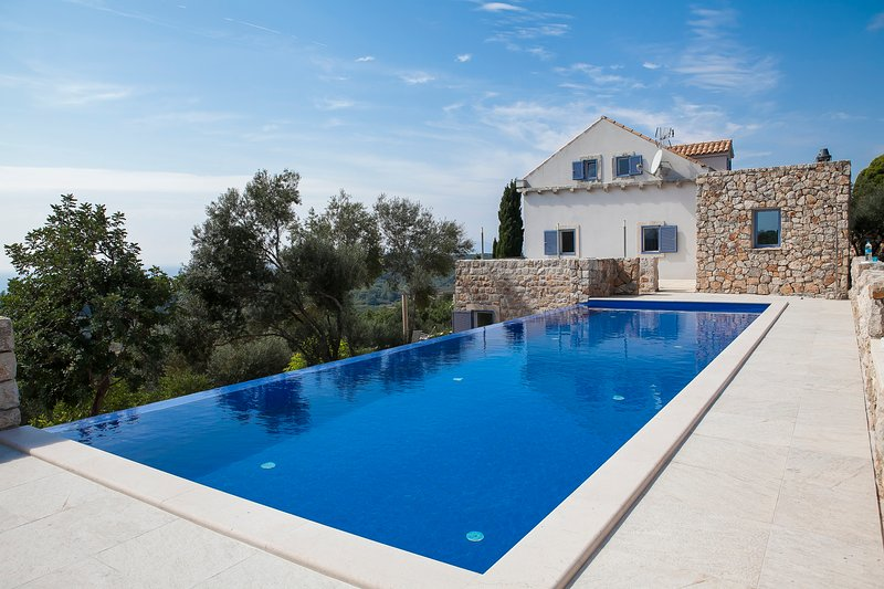 Villa Island Oasis – Sea view villa with pool on island of Sipan, near Dubrovnik, vacation rental in Sipan
