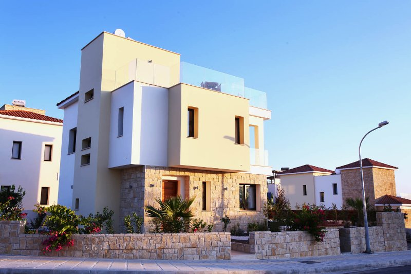 Golden villa 8. Luxury 3 bedroom beach villa with private pool., holiday rental in Chloraka
