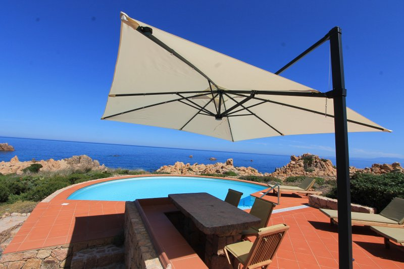 Wonderfull villa with private pool and direct way to the sea, location de vacances à Costa Paradiso