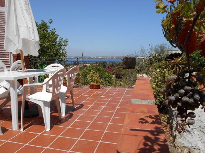 Villa panoramica, holiday rental in Fanusa