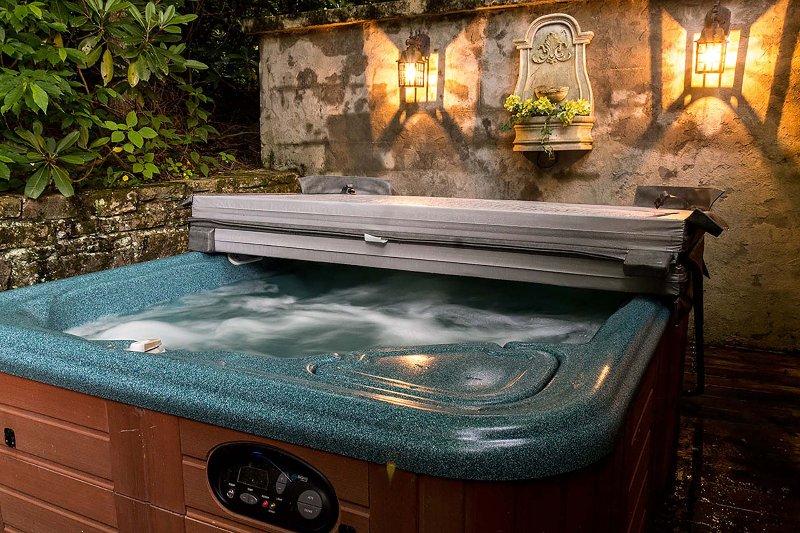 Bañera de hidromasaje en Grapevine Cottage