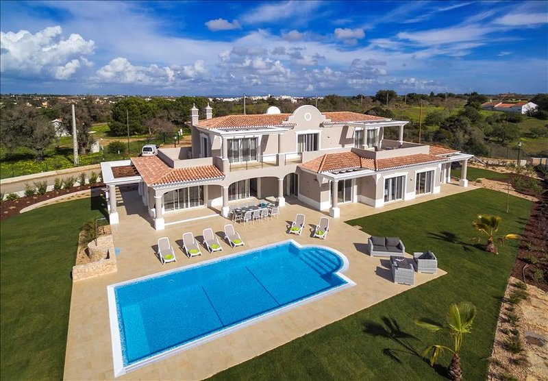 Villa Pinta - Magnificent newly built 5 bedroom property with stunning golf and, vakantiewoning in Carvoeiro