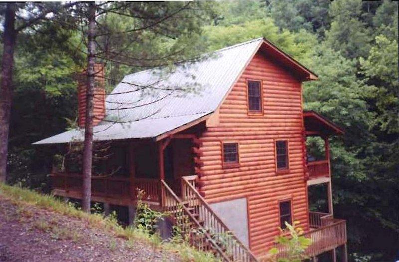 Jaar's Crossing- Tusquittee Creekfront Home, aluguéis de temporada em Hayesville