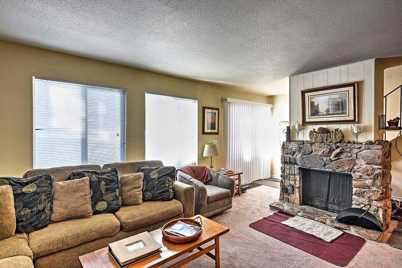 Détendez-vous du stress de la vie dans cette location de vacances de 4 chambres à coucher à Tahoe City!
