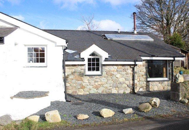 Cottage avec siège baie vitrée donnant à la montagne