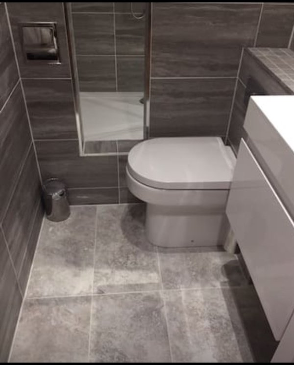 Separate toilet with heated floor