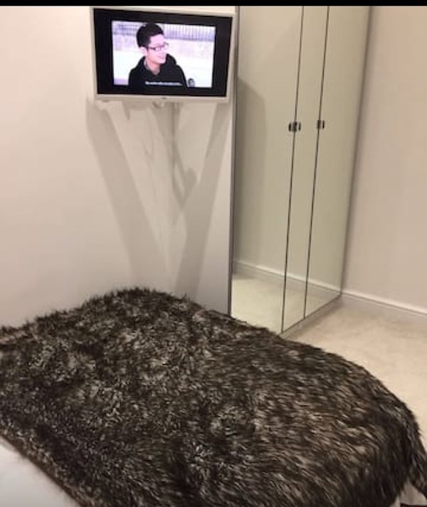 Samsung TV with Sky Channels.  Wardrobe with hangers for guest clothes.