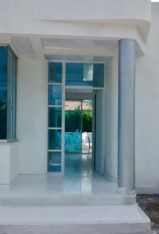 Hermosa casa con piscina privada y jacuzzi alquileres de for Apartamentos con piscina privada vacaciones