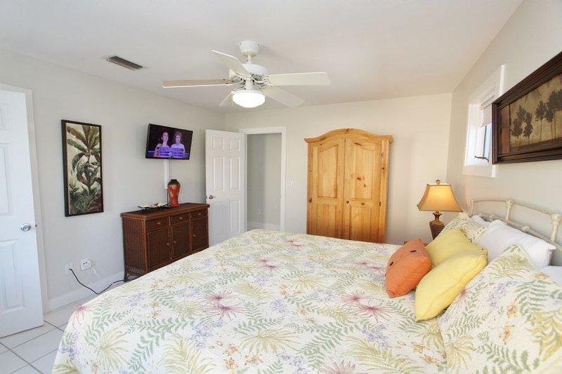 Taboga Bedroom to TV