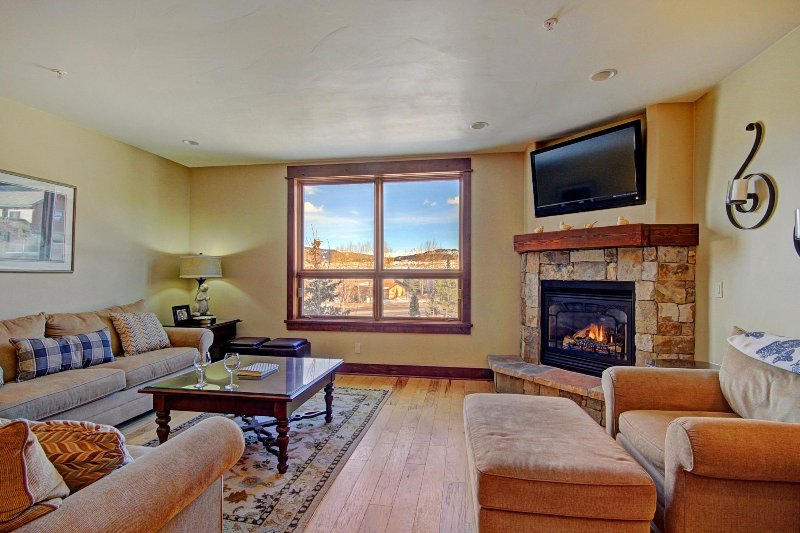 SkyRun Property - 'B202 WaterTower Place 2BR 3BA' - Great Room - Spacious great room with stunning views, HD TV & gas fireplace.