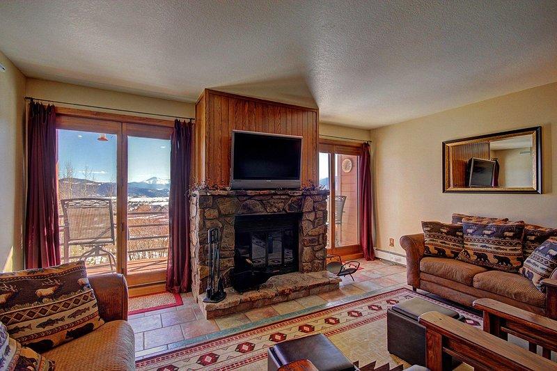 SkyRun Property - 'BB204 Buffalo Village 2BR 2BA' - Spacious Living Room  - Features beautiful new furniture, HD TV, wood burning fireplace & beautiful views.