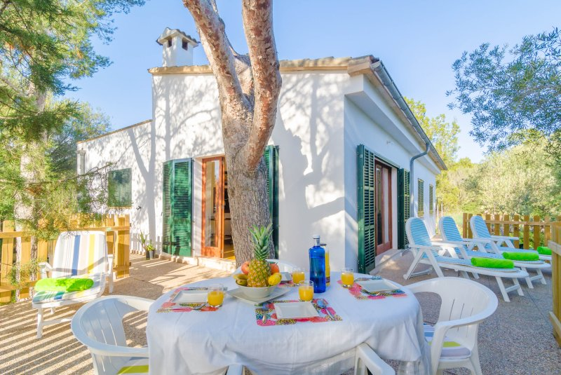 ES JAÇ - Chalet for 6 people in Cala S'Almonia, holiday rental in Cala Santanyi