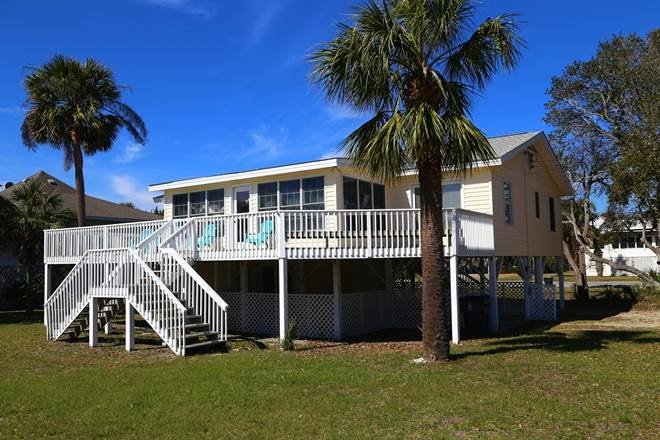 2502 Palmetto Blvd. - 'Sandy Cheeks', holiday rental in Edisto Island