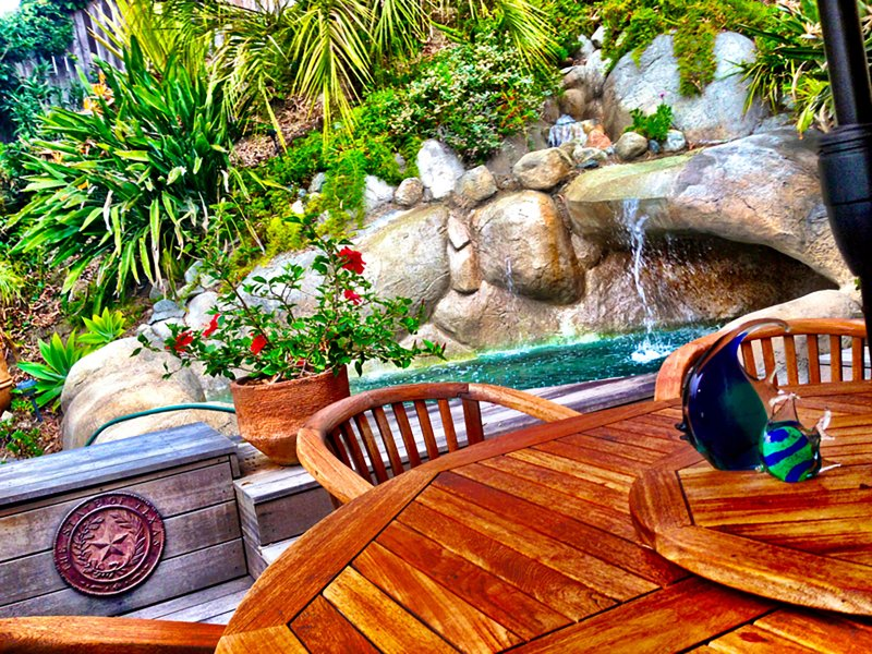Waterfall Rock Jacuzzi * 600 gallon spool