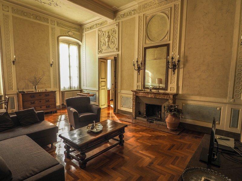 Cavallotti16 - Ampio e confortevole appartamento nel centro storico di Parma, alquiler vacacional en Parma