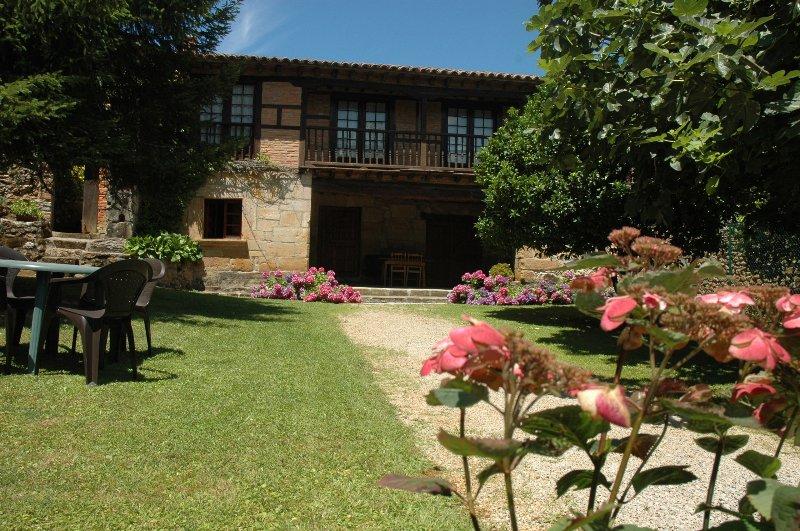 Apartamentos Padruno, para 2/ 4 personas en Oreña, holiday rental in Treceno