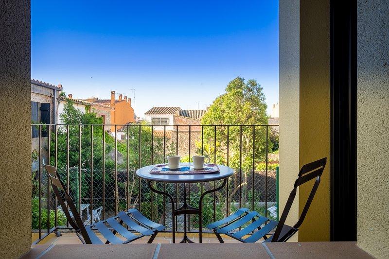 CAN TARONGETA - Sunny Apartment 1-4, holiday rental in Mont-ras