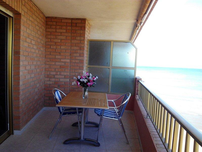Precioso balcón a primera linea de Mar.
