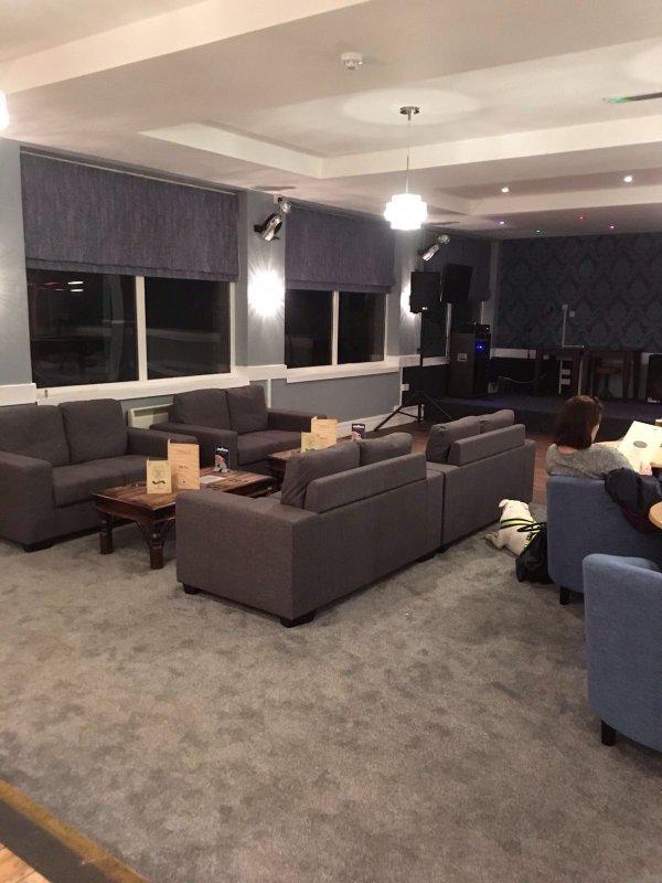 bar y salón reformado