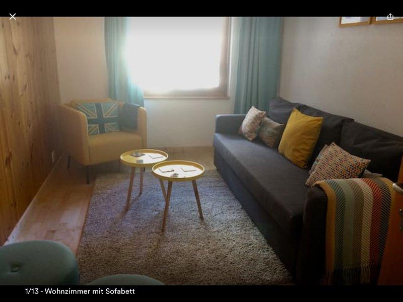 salón con sofá cama, TV, Wii, reproductor de DVD y altavoces Bose vida para que usted pueda conectar su música!