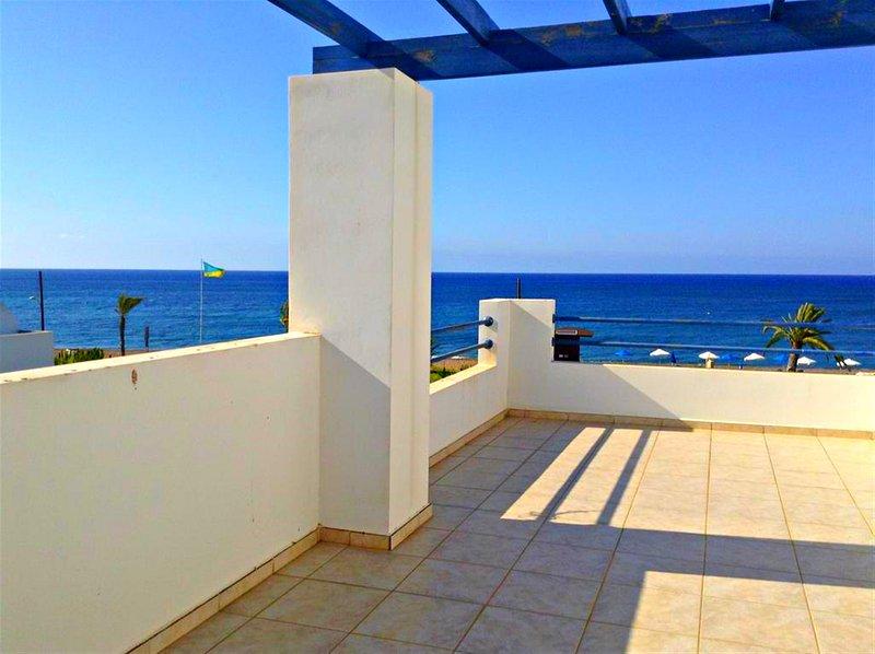 Latchi Beachfront Villa - Oppoiste Blue Flag Beach - Private Pool - Sea Views, casa vacanza a Latchi