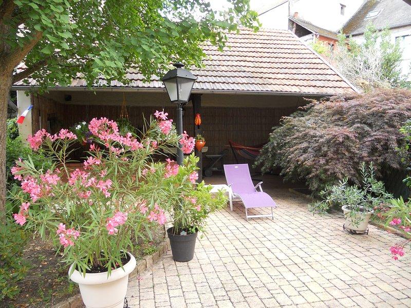 chambre d'hotes dans coquette maison de ville, holiday rental in Monetay-sur-Allier