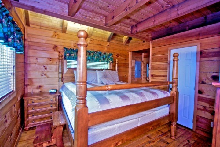 Master Bedroom features king bed and jacuzzi tub!