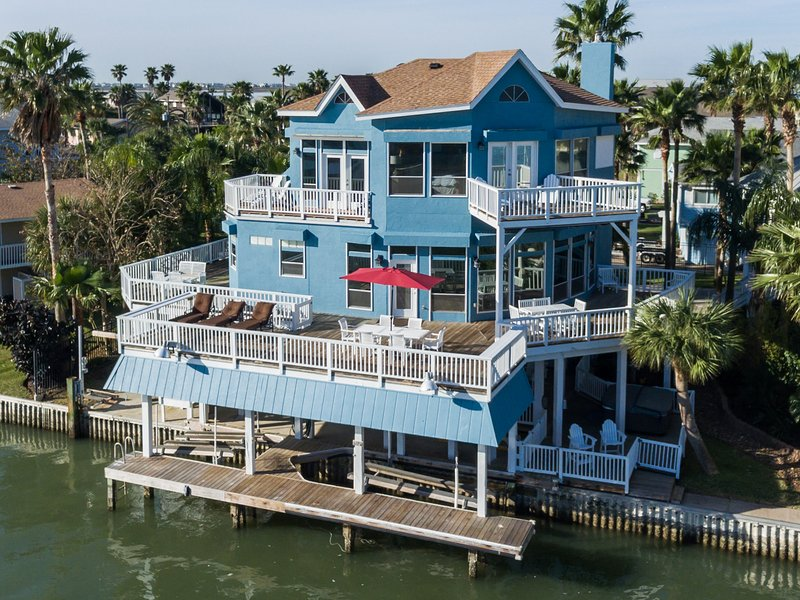 Amazing Waterfront Vacation Home
