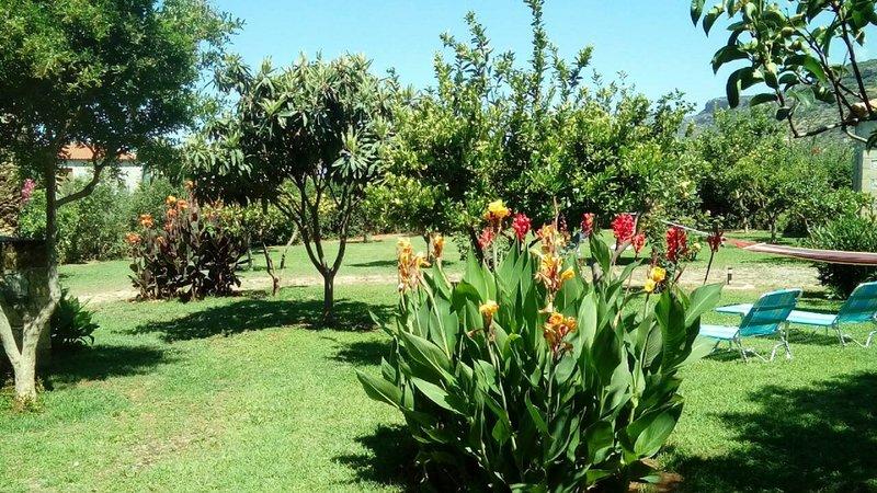 área del jardín del Complejo Paradise Stoupa