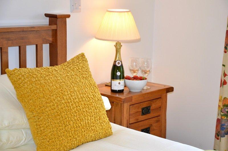 Willow Cottage Super king bed with Large en-suite wet room