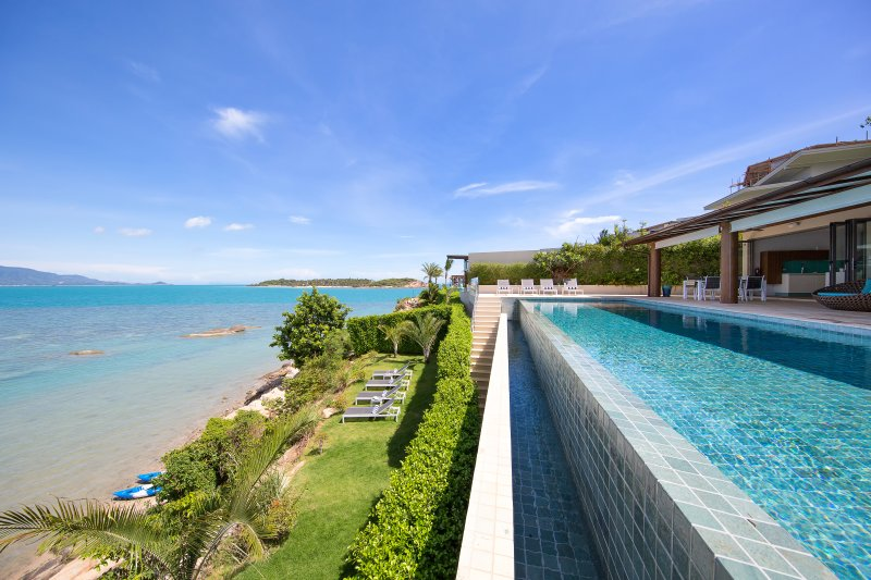 Beautiful modern villa with huge infinity pool, and stunning sea views right on the water's edge.