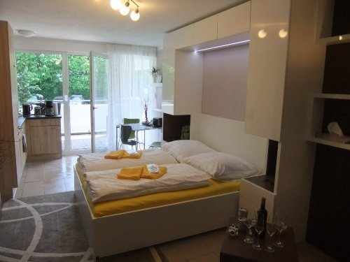 LLAG Luxury Vacation Apartment in Nuremberg - 377 sqft, central, spacious, modern (# 4898) #4898