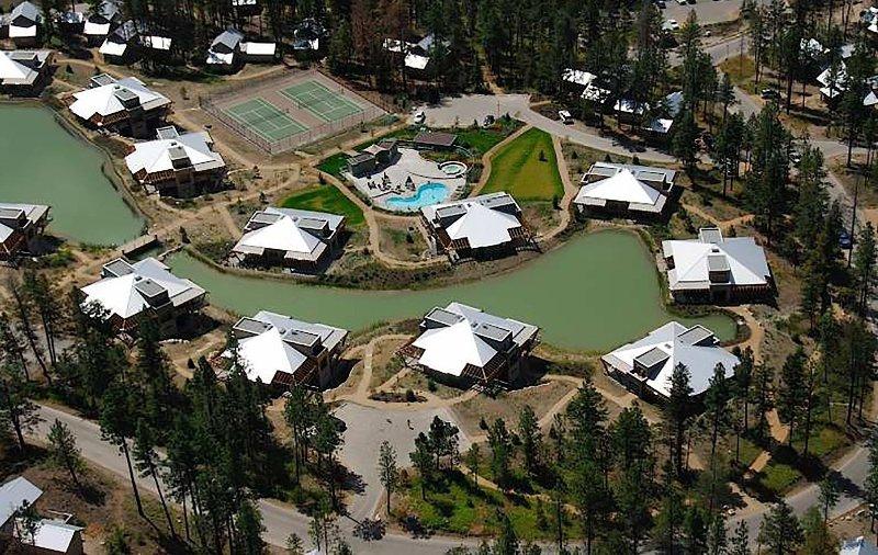 Una vista aérea de la trucha de lago Townhomes