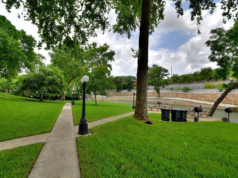 Comal River 313-Common Grounds