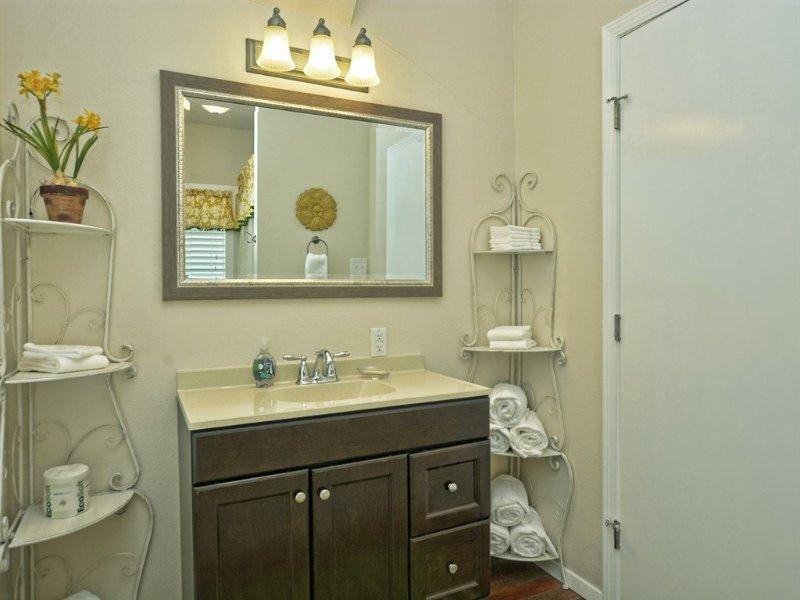 River Town Retreat Unit B-Bathroom