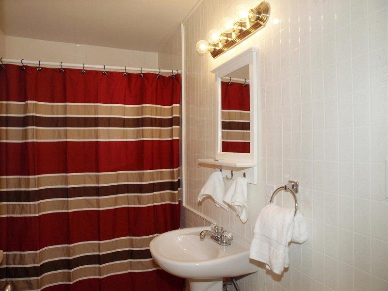 Opa Seidel House-Bathroom