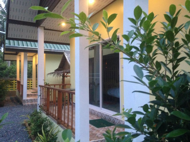Bed & Breakfast To-Co Bungalow 1, holiday rental in Nakhon Si Thammarat Province