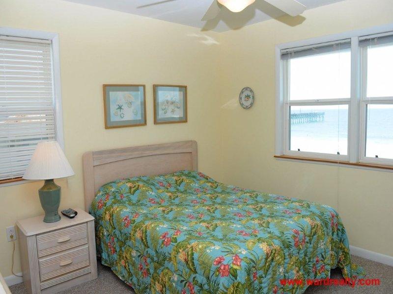 2nd Floor North Oceanfront Queen Bedroom