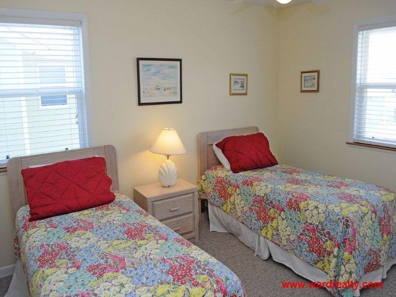 2nd Floor Streetside Bedroom w/ 2 Twins