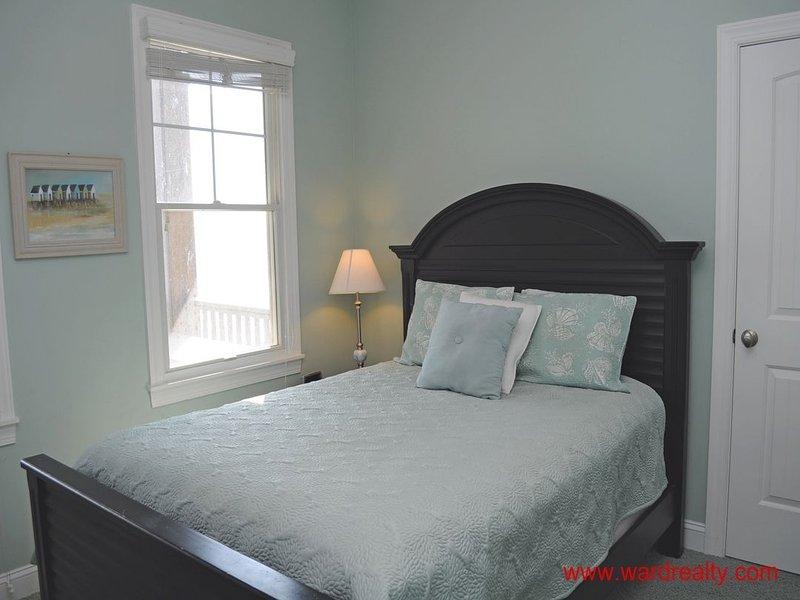 1st Floor Oceanfront Queen Bedroom