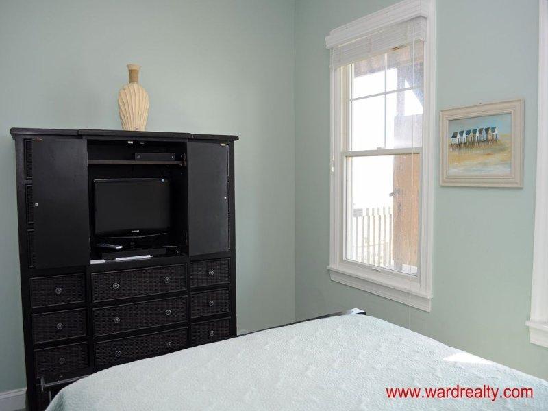 1st Floor Oceanfront Queen Bedroom II