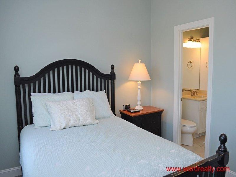 1st Floor North Streetside Queen Bedroom