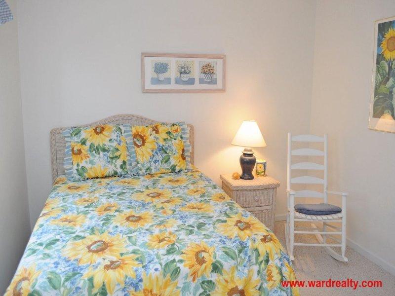 Top Floor Streetside Queen Bedroom